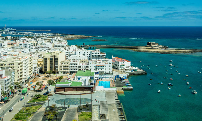 It takes the Lanzarote IntercityBus 10 minutes to reach the city centre from the airport