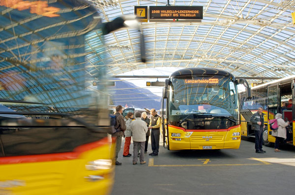 True plus for passengers: HaCon technology delivers real-time data on the current schedule situation (Photo: PostBus Switzerland Ltd).