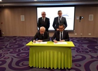 Mohamed Mezghani and Michel Quidort sign the updated charter