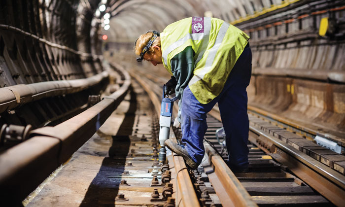 Maintaining Prague Metro's tracks