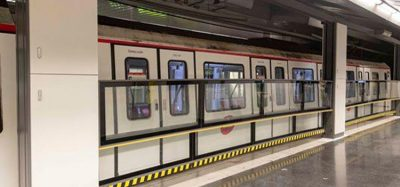 Barcelona tests vertical automatic door on subway platforms
