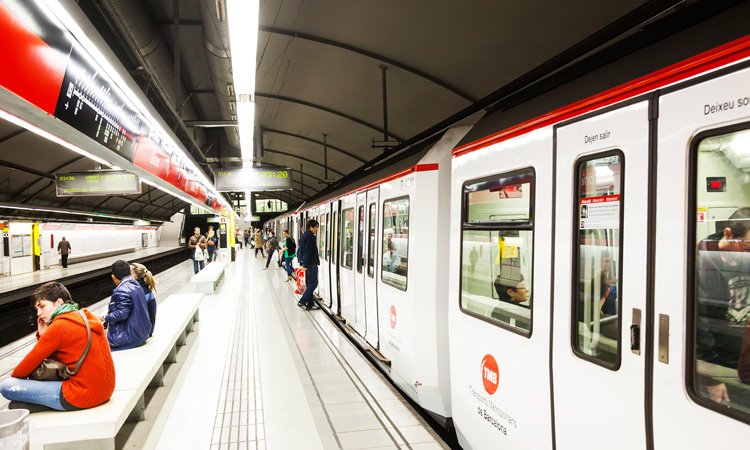 Barcelona metro pilots real-time car occupancy information screens